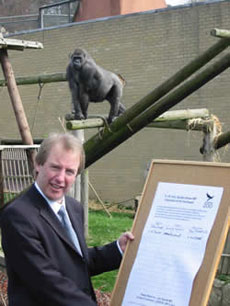 John Barrett MP at Edinburgh Zoo with the Gift Aid petition