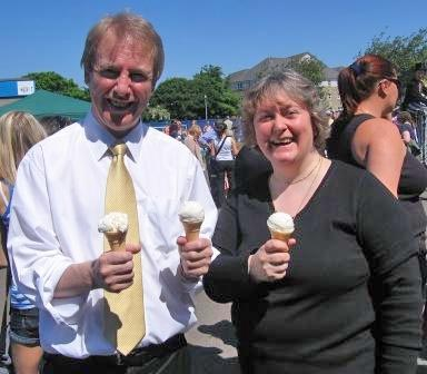 John sharing ice cream with Margaret Smith MSP at the Drumbrae Gala